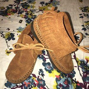 Minnetonka toddler brown suede tie booties 9
